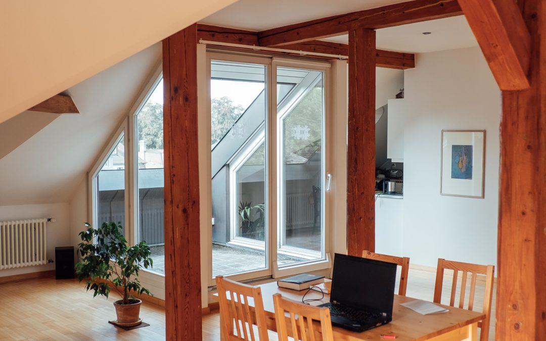 Modern ausgebaute Dachwohnung im Mansardengeschoss